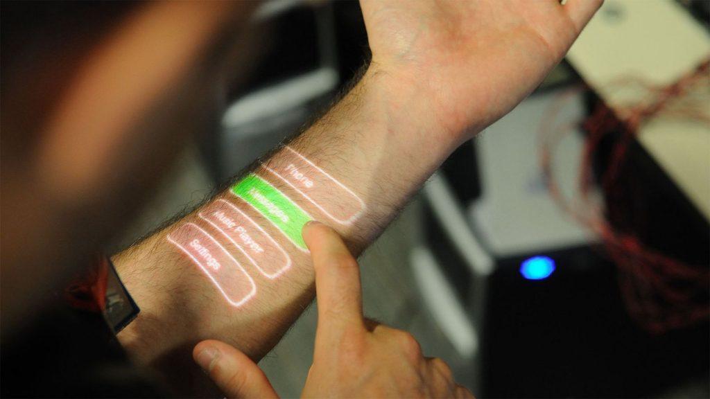 microchip en la mano